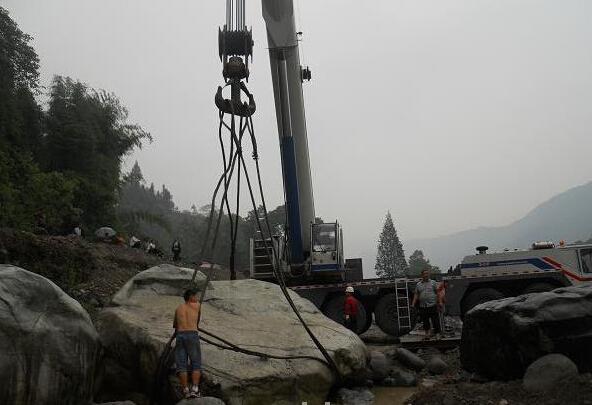 平阳景区吊车施工现场